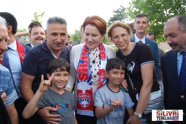 Meral Akşener Silivri'de İYİ Parti standını ziyaret etti