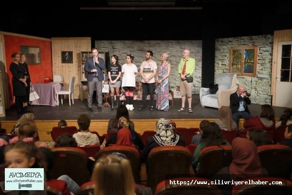 Köylerde yaşayan kadınlar ve çocuklar tiyatro ile buluştu