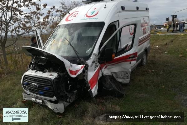 Hasta taşıyan Ambulans Otomobille Kafa Kafaya Çarpıştı
