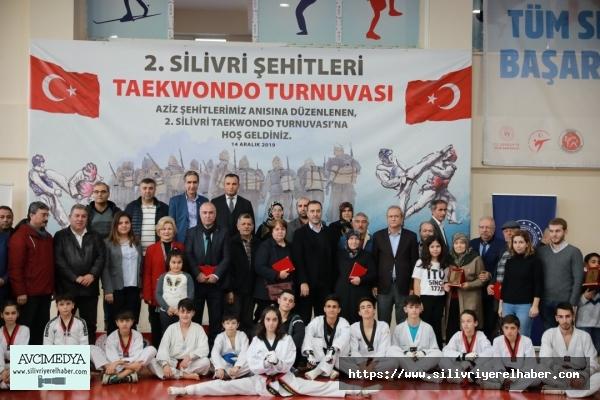 Şehitler anısına taekwondo turnuvası düzenlendi