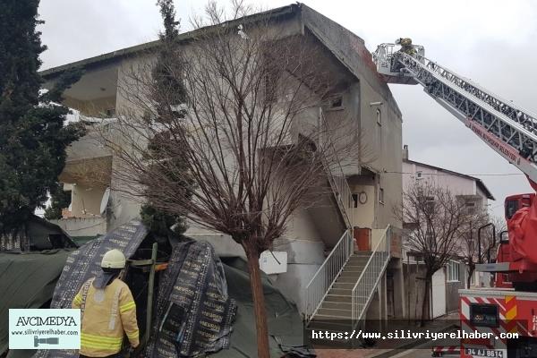Fırtına evin çatısını uçurdu