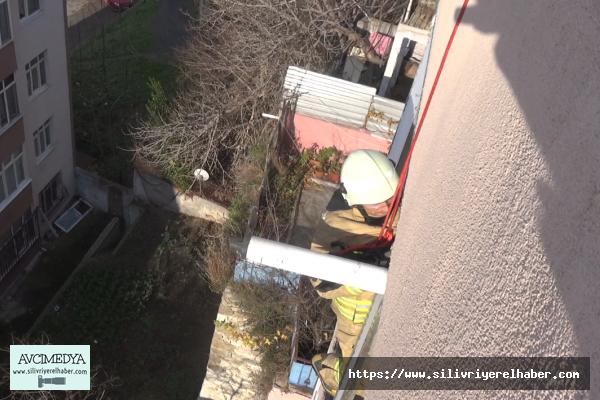 Silivri'de düşerek evinde mahsur kalan kadını kurtarma operasyonu