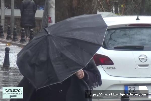 Silivri'de yağış ve fırtına etkisini gösteriyor