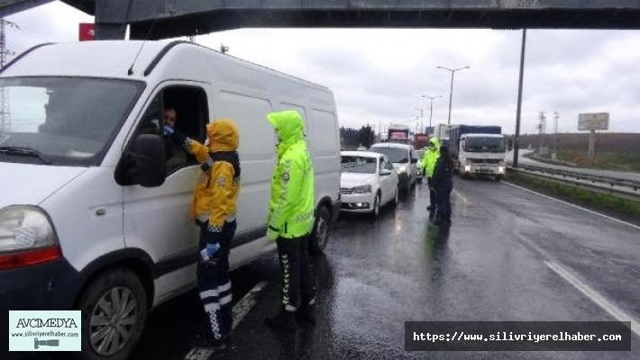Silivri'de İstanbul'a giriş çıkışlarda kontroller devam ediyor