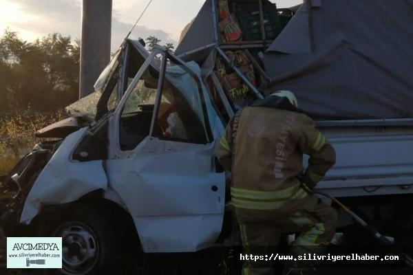 SİLİVRİ'DE meyve yüklü kamyonet kaza yaptı: 1 ölü