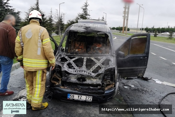Panelvan araç çıkan yangında kullanılamaz hale geldi