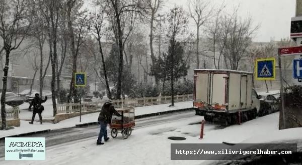 İstanbul Genelinde Kar Yağışı Etkili Oluyor