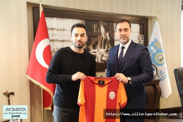 Galatasaraylı Selçuk İnan Başkan Yılmaz'ı ziyaret etti