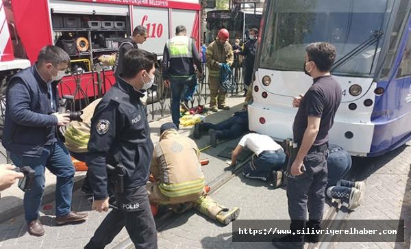 Fatih'de bir kişi tramvayın altında kaldı
