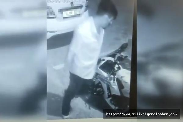 Silivri'de Motosiklet Hırsızlığı Güvenlik Kamerasına Yansıdı