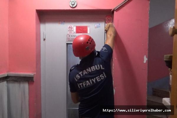 Silivri'de 3 kişilik Asansöre binerek mahsur kalan 6 kişi kurtarıldı