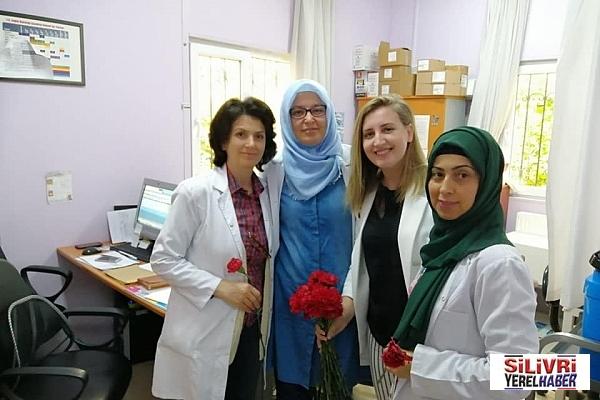 Karakuş'dan eczane ve hemşirelere ziyaret