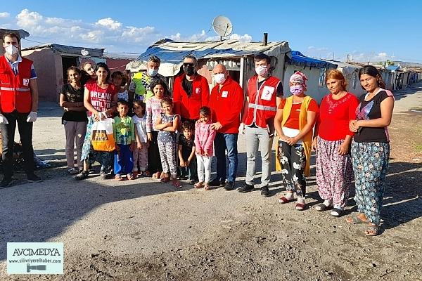 Türk Kızılay'ı ve Modacı Hakan Akkaya Silivri'de Roman Vatandaşlarla Bir Araya Geldi