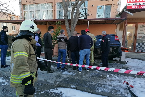 Silivri'de otomobil evin bahçesine düştü