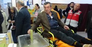 Kalp hastası vatandaş oyunu sağlık ekiplerinin desteğiyle kullandı