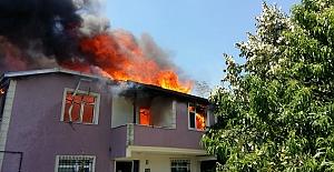 Silivri#039;de 2 katlı evin çatısı...