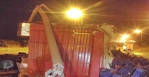 Silivri'de sebze yüklü kamyon devrildi