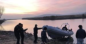 Çatalca'da Durusu Gölü'ndeki kayıp 2 kişiyi arama çalışmaları yeniden başladı