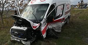 Hasta taşıyan Ambulans Otomobille...