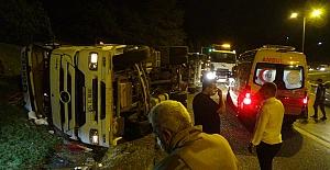 Silivri'de TEM Otoyolu'nda virajı alamayan TIR devrildi sürücü yaralandı