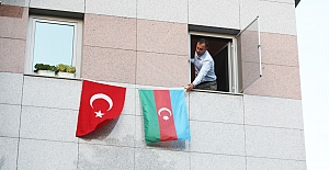 Silivri Belediyesine Azerbaycan Bayrakları Asıldı