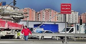 Üst Geçitleri Boşuna mı Yaptılar? Silivri'de karayolunda tehlikeli geçişler