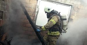 Silivri'de Tek Katlı Ev Çıkan Yangında Kullanılamaz Hale Geldi
