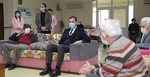 Başkan Yılmaz Huzurevi sakinlerini ziyaret etti