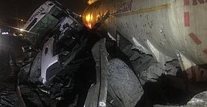 TEM'de TIR Bariyerlere Çarptı: 1 yaralı