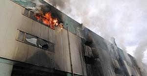 Silivri#039;de Fabrika Alevlere Teslim...
