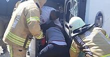 Silivri'de hafriyat kamyonu devrildi: 1 yaralı