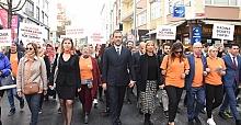 Başkan Yılmaz kadına şiddete karşı yürüdü